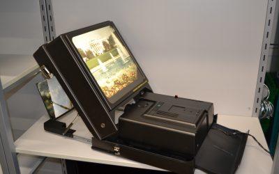 Projecteur à diapo. avec écran #E2205